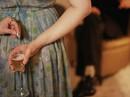 Cẩn thận tránh bị bỏ thuốc kích thích vào thức uống