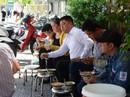 Người Sài Gòn ăn cháo 5.000 đồng; không bàn, không tên suốt 40 năm