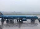 Airbus A321 gặp trục trặc kỹ thuật khi hạ cánh xuống sân bay Vinh dưới trời mưa