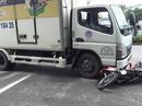 Trượt ngã rồi văng vào xe tải, một người tử vong