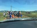 Bình Định: Chưa gặp lãnh đạo tỉnh, dân tiếp tục giữ xe cán bộ