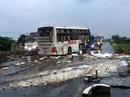 Xe khách tông nát dải phân cách, 9 người thương vong