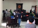 """VIDEO: """"Chí Phèo"""" Bình Chánh đánh kiểm sát viên và phóng viên tại tòa"""