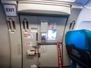 """Nam hành khách """"táy máy"""" mở cửa thoát hiểm máy bay ở Liên Khương"""