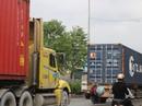 Đánh cược mạng sống trước mũi xe tải