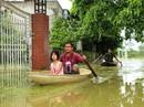 """Hà Nội: Cuộc sống đảo lộn nơi người dân phải """"chèo thuyền trên đường"""""""