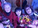 Bị gãy tay, NSƯT Diệu Hiền vẫn lên sân khấu biểu diễn