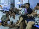 Cận cảnh bệnh nhân, người nhà xem World Cup trong bệnh viện