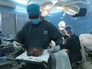 Đau khổ khi mang khối u vùng kín nặng 3 kg