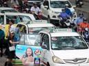 """Taxi truyền thống lại """"đấu"""" Grab"""