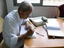 Cụ ông U80 vẫn học tiếng Anh mỗi ngày