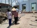 Tường nhà đổ sập, 2 người chết, 1 người trọng thương