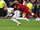 """Ramos """"vừa đấm vừa xoa"""" HLV Klopp"""