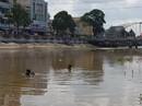 Bị mẹ mắng không phụ việc nhà, nữ sinh lớp 9 lao xuống sông tự tử