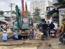 """TP HCM: Một """"ông kẹ"""" ngang nhiên chiếm đường Nguyễn Thị Định, quận 2"""