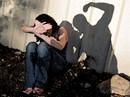 Sống trong bạo hành từ bé đến tận khi làm mẹ