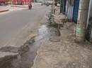 TP HCM: Dân bức xúc vì nước thải chảy tràn mặt đường