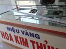 Nam thanh niên táo tợn dùng búa đập tủ trộm tiệm vàng ở Quảng Nam