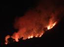 Hàng trăm người dân và chiến sĩ, hơn 6 giờ vật lộn dập lửa cứu rừng