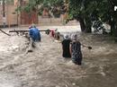 """Cây cầu """"biến mất"""" trong mỗi trận mưa to ở TP Biên Hoà"""