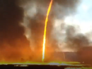 """""""Lốc lửa"""" xoáy lên tận trời trong đám cháy khủng khiếp"""