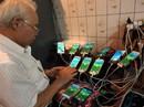 Cụ ông 70 tuổi gắn 11 điện thoại vào xe đạp để chơi Pokemon Go