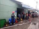 TP HCM: Nhà kho của công ty hóa chất cháy gần 1 giờ đồng hồ