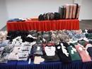 Singapore bắt 4 người Việt trộm cắp quần áo