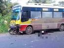 Xe máy găm vào đầu xe buýt, nam thanh niên tử vong tại chỗ