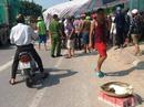 Bị xe tải tông, 2 người phụ nữ gánh hàng đi ven Quốc lộ 1A tử vong