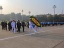 Chùm ảnh đại biểu dự Đại hội XII Công đoàn Việt Nam viếng Lăng Chủ tịch Hồ Chí Minh
