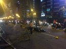 Hà Nội: Thanh sắt công trình rơi, cô gái trẻ đi xe máy tử vong