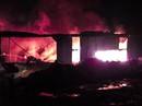 Bình Dương: Khói lửa ngút trời trong đêm ở khu dân cư
