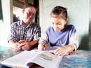 """Trao học bổng """"Chắp cánh ước mơ"""": Tiếp sức con công nhân vệ sinh đến trường"""