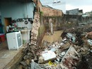 Biên Hòa: Sập tường rào cũ, 3 người thương vong