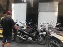"""Những bãi giữ xe """"vua"""" trên vỉa hè Q1, TP HCM"""