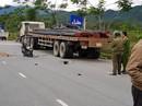 Nữ sinh viên chết thảm sau va quẹt với xe tải