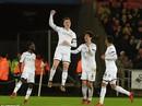 Ra mắt siêu trung vệ, Liverpool gục ngã trước Swansea