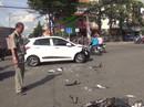 Vượt đèn đỏ, xe máy đâm kinh hoàng vào đầu ô tô