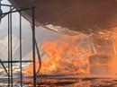 Cách 10km vẫn thấy lửa khói bốc lên từ thị xã Tân Uyên