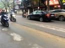Đường ở Hà Nội bị đào xới gây tai nạn, thanh tra giao thông nói gì?