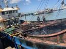 Khánh Hòa: Một tàu sắt bị cháy dữ dội