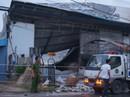 Phá tường, cứu 4 người kẹt trong đám cháy lớn lúc rạng sáng