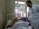Mâu thuẫn với đồng nghiệp, nam bảo vệ bị đâm nhập viện