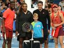 Roger Federer: Serena Williams có cú giao bóng thật đáng sợ