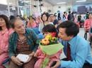 Bệnh nhân xúc động trong ngày chủ nhật chia sẻ yêu thương