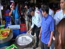 Chợ đầu mối Bình Điền khổ sở vì người bán hàng rong