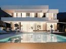 Ngôi nhà 'trắng tinh khôi' đẹp ngất ngây ai nhìn cũng mê