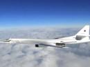 Cặp máy bay ném bom Tu-160 của Nga đại náo bờ biển Bắc Mỹ