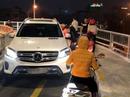 Nam tài xế xe sang Mercedes ngang nhiên đi vào cầu cấm bị xử lý